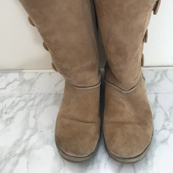 6a039ff4d58 Ugg three button chestnut boots
